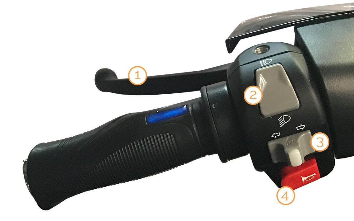 Linker Griff mit Armaturen des eGrace Elektro-Motorrollers