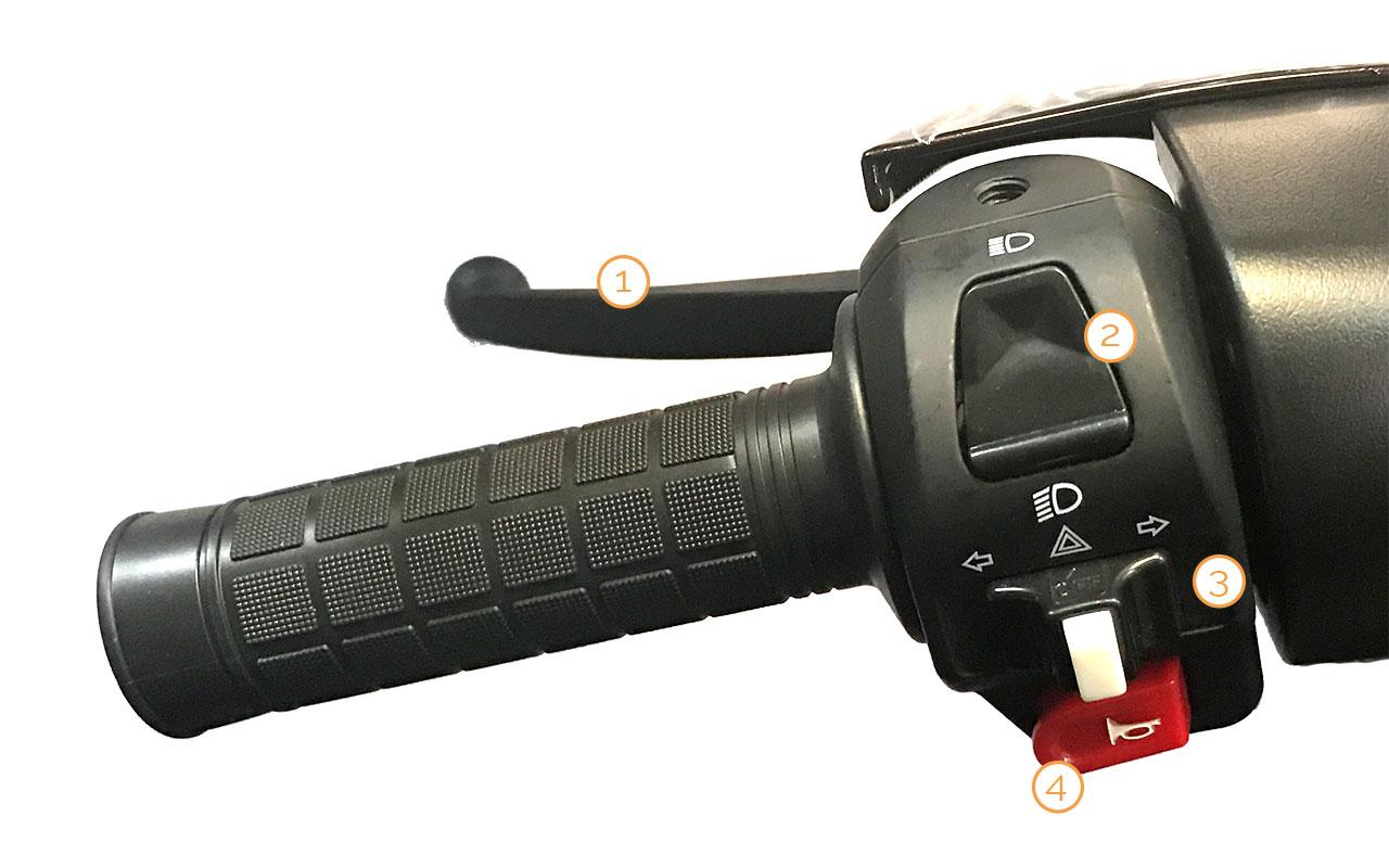 Linker Griff mit Armaturen des Grace Motorrollers