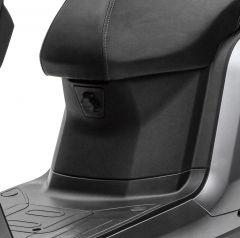 S5 Verkleidung zwischen Trittbrett und Sitz
