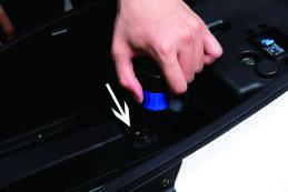 Batterie des Nova Motors S4 Elektrorrollers einbauen