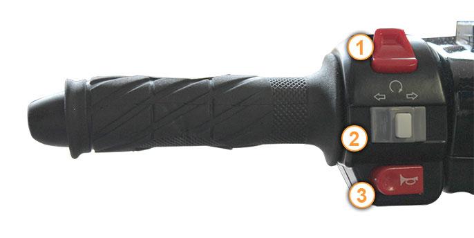 Linker Griff des Grido Motorrollers von Nova Motors inklusive Armaturen.